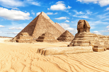 View on the Great Sphinx and the Pyramids in Giza Fototapete