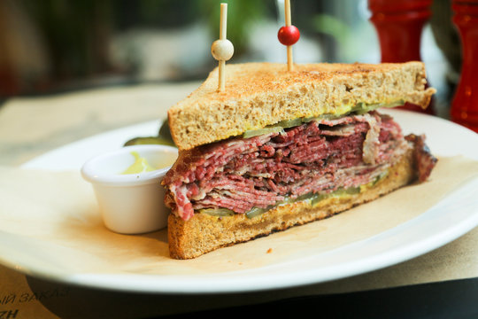 Pastrami sandwich with mustard and red wine