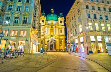 Fond de hotte en verre imprimé Vienne The hidding Peterskirche (St Peter's Church) in Vienna, Austria