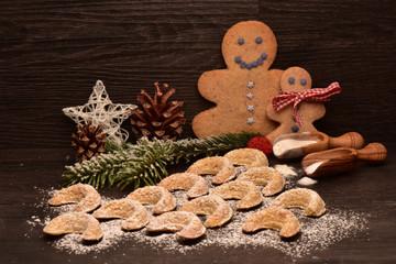 Weihnachtsplätzchen Vanillekipferl und Männchen