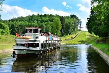 Fototapeta Statek na Kanale Elbląskim, Polska