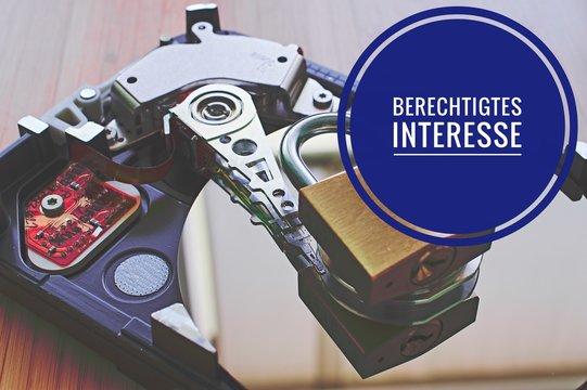 Festplatte und Vorhängeschloss mit in deutsch Berechtigtes Interesse in englisch legitimate interest