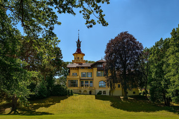 Der denkmalgeschützte ehemalige Jagdsitz Hubertushöhe am großen Storkower See