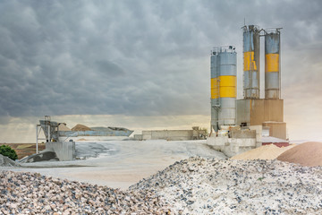 Sand and stone destined to the manufacture of cement in a quarry