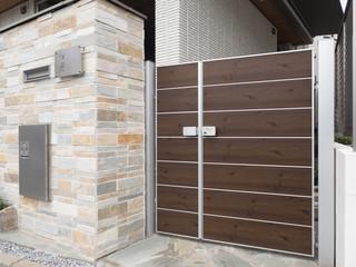 Fototapete - 宅配ボックス付きの玄関