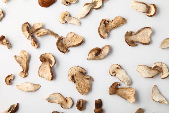 dried white mushroom sliced into slices