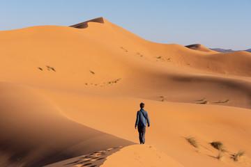 Voyageur dans le désert de Merzouga, Maroc