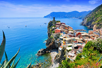 Fototapete - Beautiful Cinque Terre village of Vernazza, Italy. Aerial view overlooking the town and the blue sea.