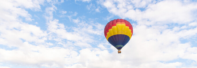 Deurstickers Ballon Colorful hot air balloon floating under blue sky