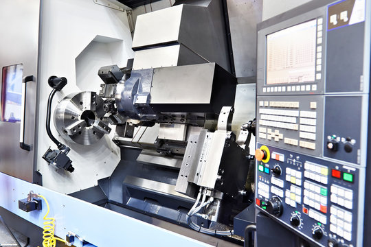 Horizontal turning CNC lathe center