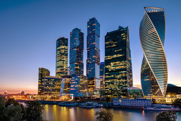 Fototapete - Moscow-City skyscrapers at Moskva River at night, Russia. It is a new district in the Moscow center. Evening view of office and residential tall buildings. Modern urban architecture of Moscow at dusk.