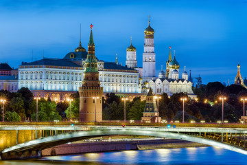 Wall Mural - Moscow Kremlin in summer evening, Russia. It is a top tourist attraction of Moscow. Beautiful view of the Moscow Kremlin and old bridge over Moskva River at night. Famous Moscow landmark at dusk.
