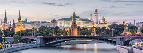 Fototapete Moscow Kremlin at dusk, Russia. Panoramic view of the famous Moscow center in summer evening. Ancient Kremlin is a top landmark of Moscow. Beautiful cityscape of the old Moscow city in twilight.