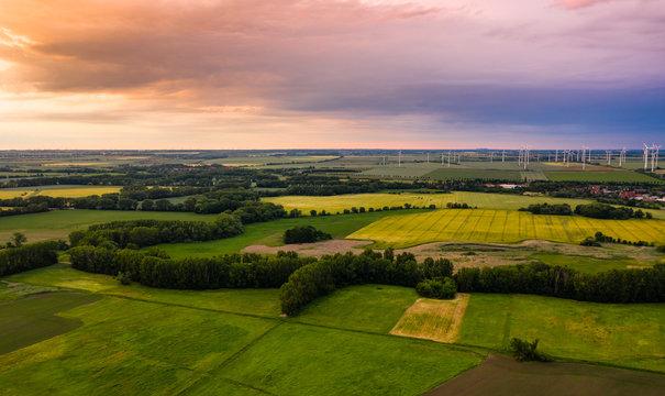 Blick über Egeln in Sachsen-Anhalt Richtung Norden bei Sonnenuntergang
