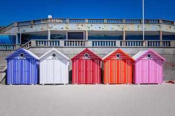 Cabanes de plage sur la cote d'opale Fototapete