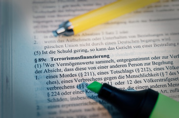 Deutscher Gesetzestext mit in deutsch § 89c StGB Terrorismusfinanzierung in englisch terrorist financing