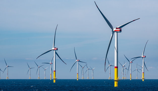Windpark im Meer Offshore Windkraftanlage