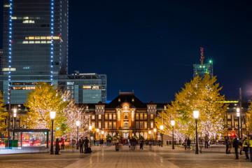 イルミネーションが輝く東京丸の内の夜景