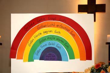 Regenbogen aus Papier mit Segenswünschen zur Konfirmation