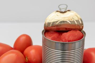 Obraz Tomate entero natural en conservas - fototapety do salonu