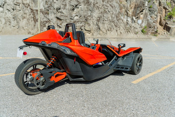 Foto op Canvas Snelle auto s angular, three-wheeled motorbike