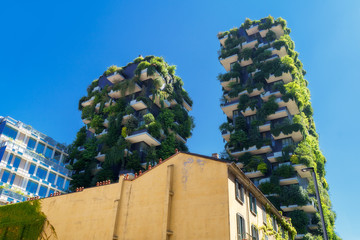 Bosco Verticale (verticaal bos) in de stad Milaan, Italië