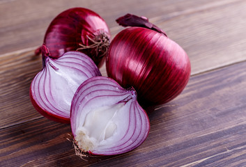 red onions on rustic wood Wall mural