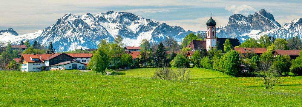 Panorama Landschaft in Bayern bei Seeg im Allgäu