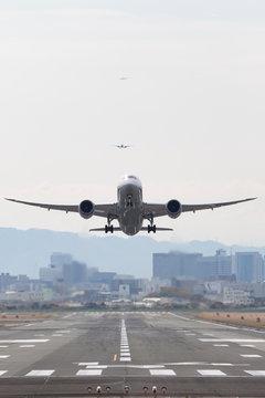 飛行機の離陸 -大阪国際空港-