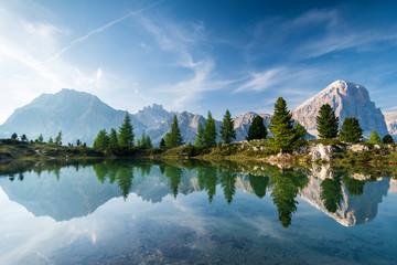 Wall Mural - Bergsee in Südtirol