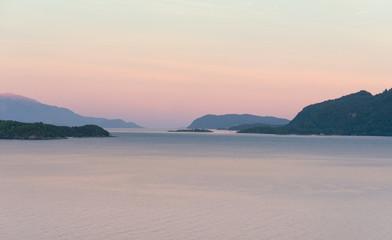 Weisse Nacht im Hardangerfjord in Norwegen