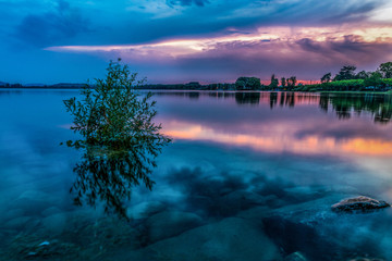 Sonnenuntergang mit schöner Wolkenstimmung am Bodensee