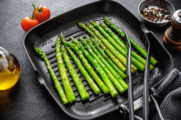 Grilled asparagus on grill pan