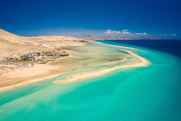Photo sur Aluminium Iles Canaries Aerial View Of Turquoise Lagoon In Atlantic Ocean