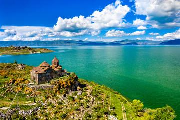 Fotorollo Blau Jeans Hayravank monastery on the shores of lake Sevan in Armenia