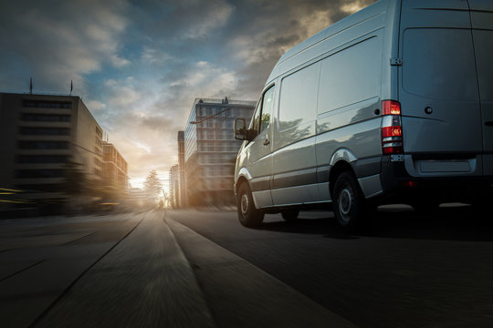 Lieferwagen in einer Stadt