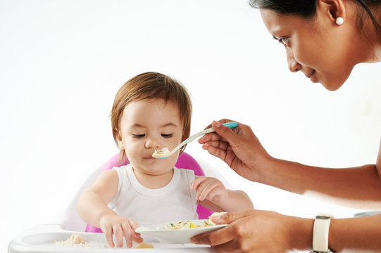 Baby sitter feed small baby