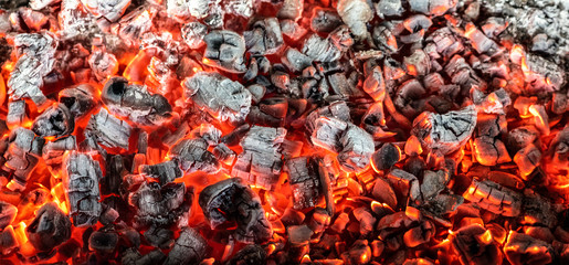 Foto auf Acrylglas Brennholz-textur Burning coals from a fire abstract background.