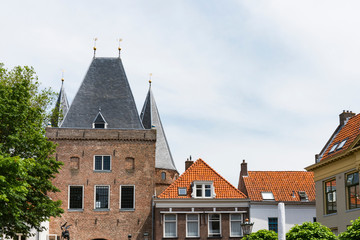 houses and city gate called Koornmarktspoort in Kampen, The Netherlands Fototapete