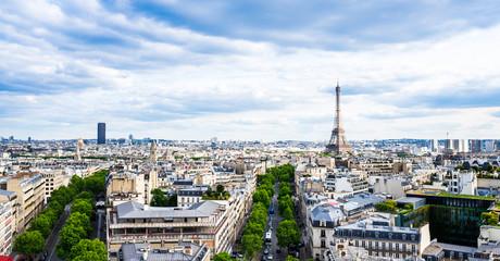 凱旋門から眺めるエッフェル塔とパリ市内ワイド
