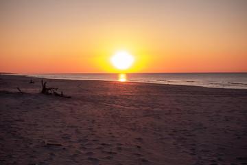 Czołpino morze bałtyckie bałtyk zachód słońca piasek plaża piach