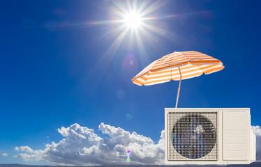 Concept canicule, climatiseur  sous parasol au soleil
