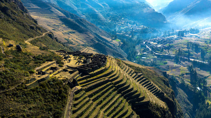 Aerial view of the ancient Inca ruins of Pisac (Pisaq) in the Sacred Valley near Cusco, Peru. Archaeological park with green terraces. Fototapete