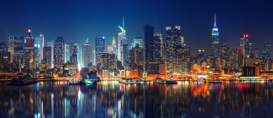Fototapeten New York Panoramic view on Manhattan at night, New York, USA