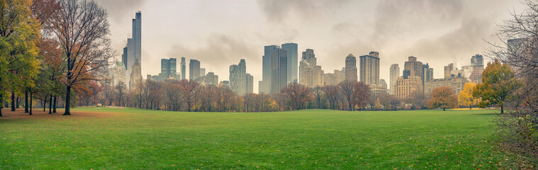 Fotomurales - Central park at rainy day, New York City, USA