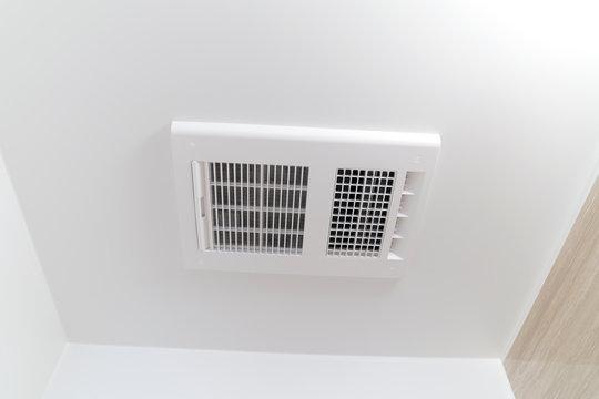 住宅リフォーム バスルームの換気乾燥機 天井