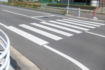 日本にある横断歩道の写真 / 交通安全のイメージ