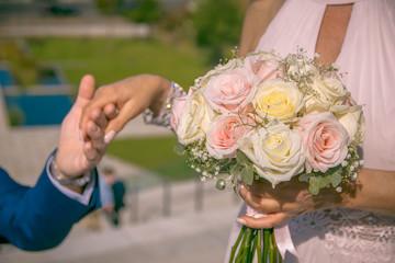 Mariage fleur main couple