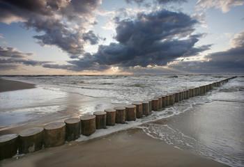 Morze zachód słońca - falochron
