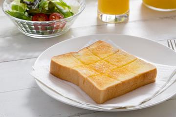 バタートーストの朝食
